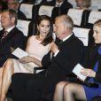 La princesse Mary de Danemark remettant le prix Brain Prize à Copenhague le 1er mai 2014. Les lauréats sont Trevor Robbins, Stanislas Dehaene et Giacomo Rizzolatti.