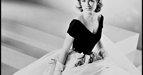 People miss a great deal by being se by martha gellhorn for Grace kelly fenetre sur cour