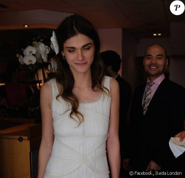 Elisa Sednaoui au restaurant Ikeda, à Londres, le 3 mai 2014 lors de la réception pour son mariage avec Alex Dellal. Photographie publiée par l'établissement.