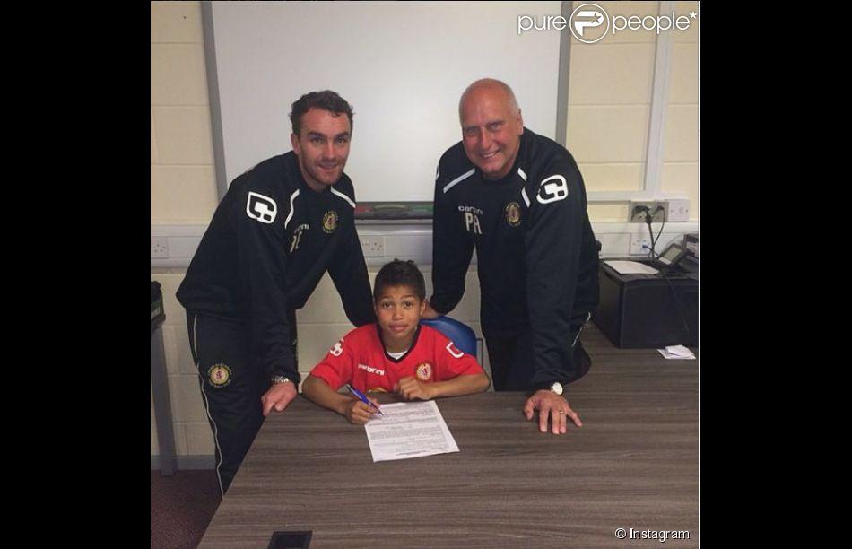Cassius Cissé, fils de Djibril Cissé, a signé son premier contrat avec le club de Crewe Alexandra - photo publiée sur le compte Instagram de Djibril Cissé le 12 mai 2014