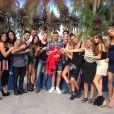Matthieu Delormeau s'incruste sur la photo officielle des Anges de la télé-réalité 6 en Australie