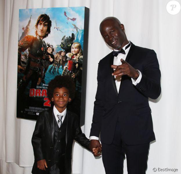 Djimon Hounsou et son fils Kenzo à la soirée Dragons 2 sur la plage du Baoli lors du 67e festival de film de Cannes, le 16 mai 2014.