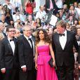 Paul Brizzi, Salma Hayek (robe Yves Saint Laurent) et Roger Allers   lors de la montée des marches du film Saint Laurent et l'hommage au cinéma d'animation au Festival de Cannes le 17 mai 2014