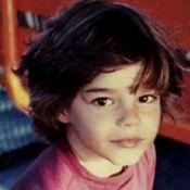Reconnaissez-vous ce craquant garçon devenu un chanteur populaire ?