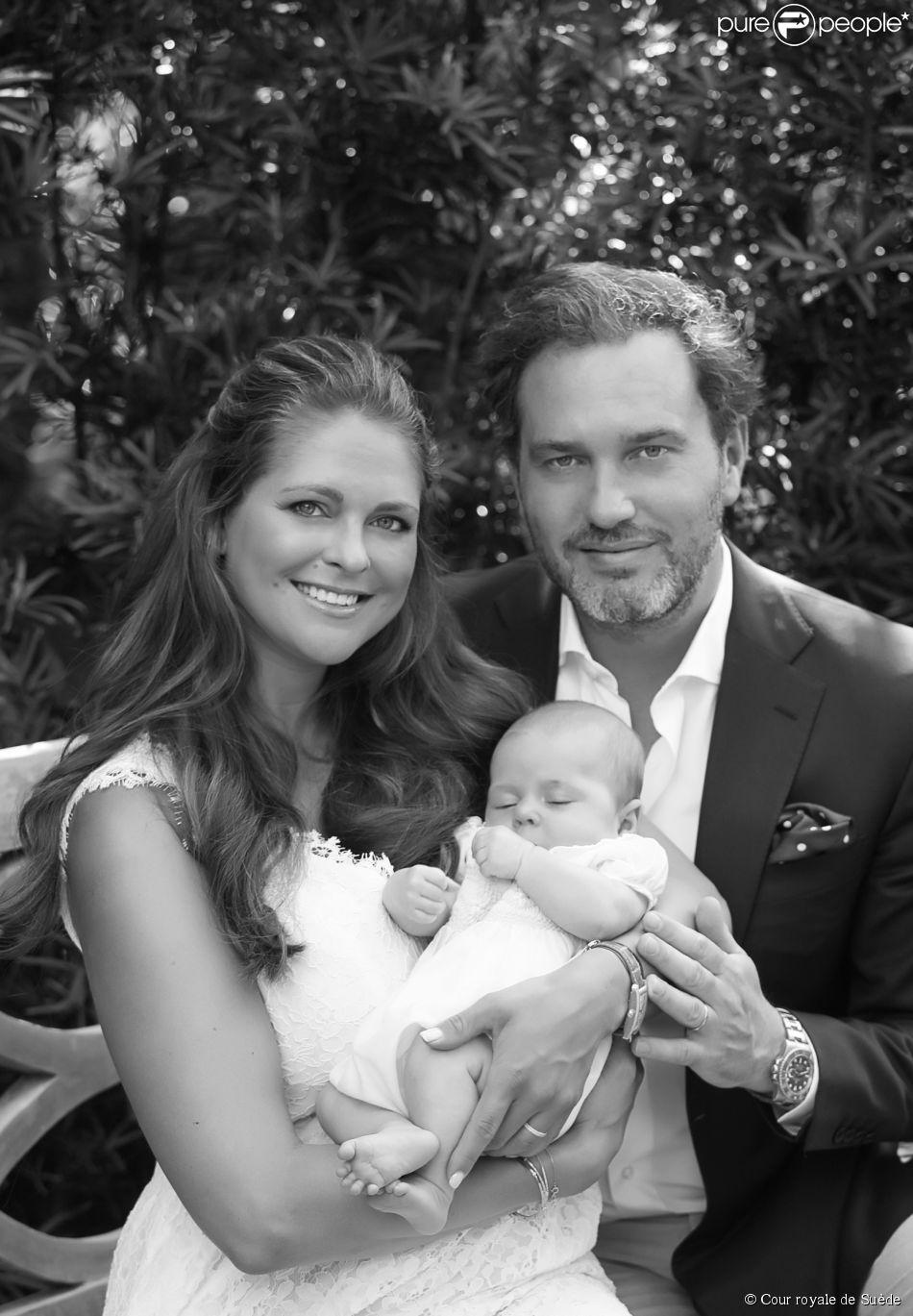 La princesse Madeleine de Suède, Christopher O'Neill et leur fille la princesse Leonore, photo publiée le 20 mai 2014 par le palais royal, à quelques jours du baptême de la fillette.