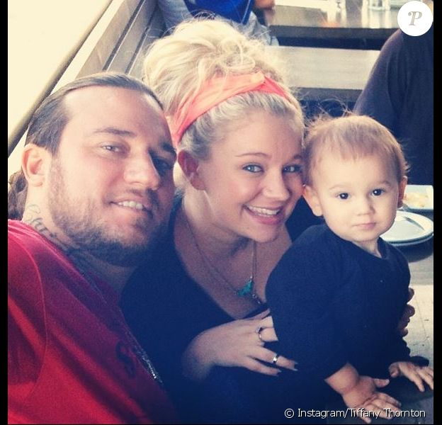 Tiffany Thornton, son mari Chris Carney et leur fils aîné Kenneth James, le 1er mars 2014.
