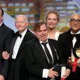 Quentin Tarantino, Gilles Jacob, Uma Thurman, Bruce Wagner (pour Julianne Moore pour le prix d'interprétation féminine) et Timothy Spall (Prix d'interprétation masculine) - Cérémonie de clôture du 67e Festival du film de Cannes le 24 mai 2014.