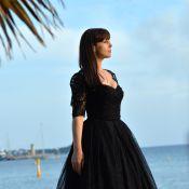 Monica Bellucci : Libre, les pieds nus sur le sable cannois