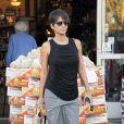 Halle Berry fait du shopping dans les rues de West Hollywood, le 12 décembre 2013.