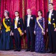Le roi Juan Carlos Ier d'Espagne, la reine Sofia, le prince Felipe et la princesse Letizia étaient réunis pour recevoir le président mexicain Enrique Pena Neto et son épouse Angelica Rivera le 9 juin 2014 au palais royal, à Madrid.