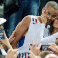 Tony Parker et sa jolie Axelle, le 22 septembre 2013 lors du sacre européen de l'équipe de France à Ljubjana le 22 septembre 2013