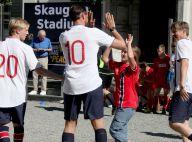 Haakon et Mette-Marit de Norvège : Un match de foot fou avec leurs enfants