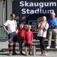 Le prince Haakon de Norvège et la princesse Mette-Marit ont transformé le 16 juin 2014 leur résidence à Oslo, Skaugum, en Skaugum Stadium le temps d'un match caritatif auquel participaient leurs enfants la princesse Ingrid Isabella et le prince Sverre Magnus. La Team Norway de la tribu princière, qui comptait aussi dans ses rangs le champion de ski Kjetil André Aamodt, s'est inclinée de justesse contre Roa Unified, composée de joueurs handicapés.