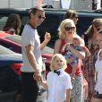 Gwen Stefani, son mari Gavin Rossdale et ses fils Zuma et Apollo dans les rues de Studio City, à Los Angeles. Le 19 juin 2014.