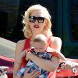 Gwen Stefani et son fils Apollo à Los Angeles. Le 19 juin 2014.