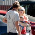 Gwen Stefani, son mari Gavin Rossdale et leur fils Apollo dans les rues de Studio City, à Los Angeles. Le 19 juin 2014.