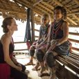Angelina Jolie, ambassadrice de l'UNHCR visite le camp de réfugiés birmans de l'ethnie Karenni à Ban Mai Nai So en Thaïlande, le 20 juin 2014, lors de la journée mondiale des réfugiés. Le camp se situe à 2 km de la frontière entre la Thaïlande et la Birmanie dans la province de Mae Hong Son.