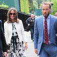 Pippa Middleton et son frère James dans les allées du All England Lawn Tennis and Croquet Club de Wimbledon à Londres, le 26 juin 2014