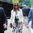Pippa Middleton, estivale dans les allées du All England Lawn Tennis and Croquet Club de Wimbledon à Londres, le 26 juin 2014