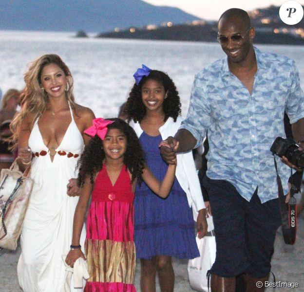 Kobe Bryant a emmené sa femme Vanessa et ses filles Natalia Diamante et Gianna Maria-Onore à Mykonos en Grèce, le 24 juin 2014