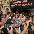 """Exclusif - Kev Adams inaugure le 1er Comédie Club qui porte son nom, """"Quai du Rire Comédie Club Espace Kev Adams"""" sous le soleil de Marseille le 30 mai 2014."""
