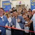 """Exclusif - Kev Adams inaugure, avec Michel Nouader (directeur du Quai du rire), le 1er Comédie Club qui porte son nom, """"Quai du Rire Comédie Club Espace Kev Adams"""" à Marseille le 30 mai 2014."""