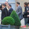 """Nicolas Sarkozy arrive accompagné de Michel Gaudin pour recevoir le prix de l'Appel du 18 juin décerné par Rudolph Garnier président du mouvement gaulliste """"Union des Jeunes pour le Progrès"""" (UJP) lors d'une cérémonie à l'assemblée nationale à Paris, le 25 juin 2014."""