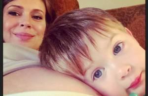 Alyssa Milano, enceinte : Joli cliché de son baby bump avec son grand Milo