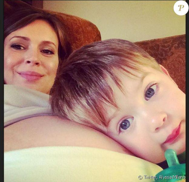 Alyssa Milano et son fils Milo posent le 26 juin 2014.