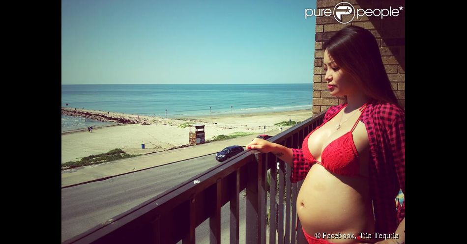 La sulfureuse Tila Tequila, enceinte, prend la pose en bikini, en juin 2014.