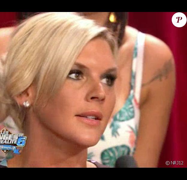 """Kelly et Amélie s'embrouillent dans """"Les Anges de la télé-réalité 6 - Les retrouvailles"""" sur NRJ12. Dimanche 6 juillet 2014."""