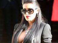 Ayem : Décolleté sexy et apparition inattendue au défilé Versace