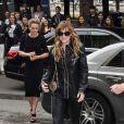 Dakota Johnson arrive au Grand Palais pour assister au défilé haute couture Chanel. Paris, le 8 juillet 2014.