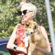 Exclusif - Miley Cyrus avec son chien Emu à Los Angeles, le 29 juin 2014.