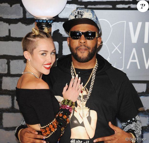Miley Cyrus et Mike Will Made-It aux MTV Video Music Awards au Barclay's Center à New York. Le 25 août 2013.