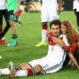 Mats Hummels et sa compagne  Cathy Fischer  le 13 juillet 2014 à l'issue de la victoire allemande en finale de Coupe du monde face à l'Argentine au stade Maracanã de Rio de Janeiro