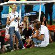 Sami Khedira et sa belle Lena Gercke le 13 juillet 2014 à l'issue de la victoire allemande en finale de Coupe du monde face à l'Argentine au stade Maracanã de Rio de Janeiro
