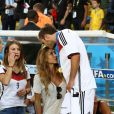 Mario Götze et Ann-Kathrin Brömmel le 13 juillet 2014 à l'issue de la victoire allemande en finale de Coupe du monde face à l'Argentine au stade Maracanã de Rio de Janeiro