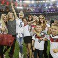 Lisa Rossenbach, Sarah Brandner, Lena Gercke, Kathrin Gilch, Lena la compagne de Julian Draxler, Sylwia Klose le 13 juillet 2014 à l'issue de la victoire allemande en finale de Coupe du monde face à l'Argentine au stade Maracanã de Rio de Janeiro