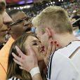 Andre Schürrle et sa belle Montana Yorke le 13 juillet 2014 à l'issue de la victoire allemande en finale de Coupe du monde face à l'Argentine au stade Maracanã de Rio de Janeiro