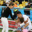 Mesut Özil et Mandy Capristo avec les filles de Jerome Boateng le 13 juillet 2014 à l'issue de la victoire allemande en finale de Coupe du monde face à l'Argentine au stade Maracanã de Rio de Janeiro