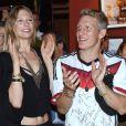 Bastian Schweinsteiger et Sarah Brandner lors de la soirée célébrant la victoire de l'équipe allemande en finale de la Coupe du monde face à l'Argentine, à l'hôtel Sheraton de Rio, le 13 juillet 2014