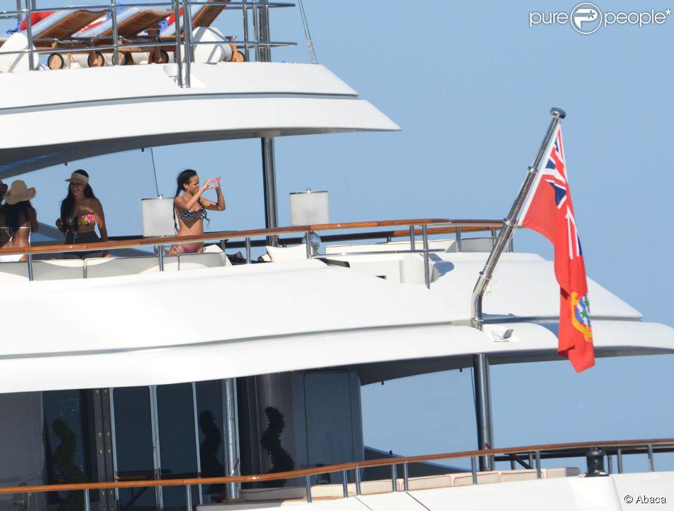 yacht jet priv les vacances de r ve des stars purepeople. Black Bedroom Furniture Sets. Home Design Ideas
