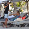 Vacances de rêves : sur une plage privée à St Barth comme Jessica Alba