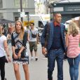 """Guillaume Hoarau et son amie lors de l'avant-première du film """"Fastlife"""" au cinéma Gaumont Capucines Opéra à Paris, le 15 juillet 2014."""