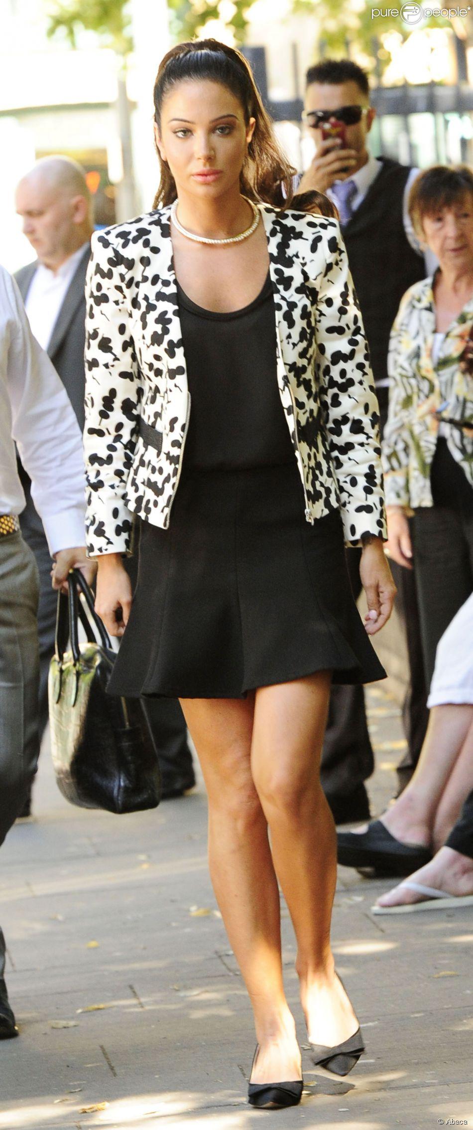 La chanteuse Tulisa Contostavlos, accusée de trafic de cocaïne, le 16 juillet 2014 à son arrivée au tribunal de Southwark à Londres.