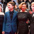 """Antoine Olivier Pilon, Suzanne Clément, Xavier Dolan et Anne Dorval - Montée des marches du film """"Mommy"""" lors du 67e Festival du film de Cannes le 22 mai 2014."""