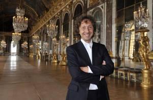 PHOTOS : Stéphane Bern totalement fou à... Versailles !