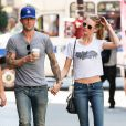 Adam Levine et sa fiancée Behati Prinsloo dans les rues de New York, le 29 juillet 2013.