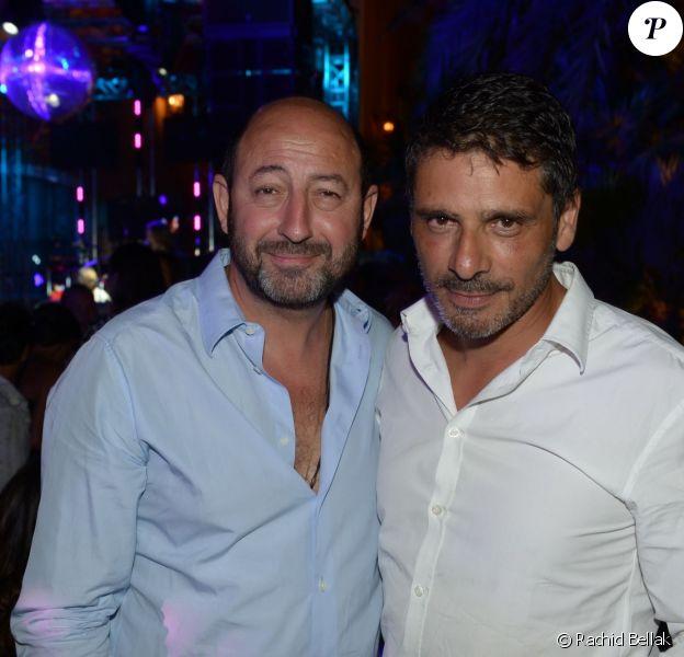 Kad Merad et Pascal Elbé le jeudi 17 juillet 2014, à la soirée annuelle du célèbre Byblos, à Saint-Tropez.